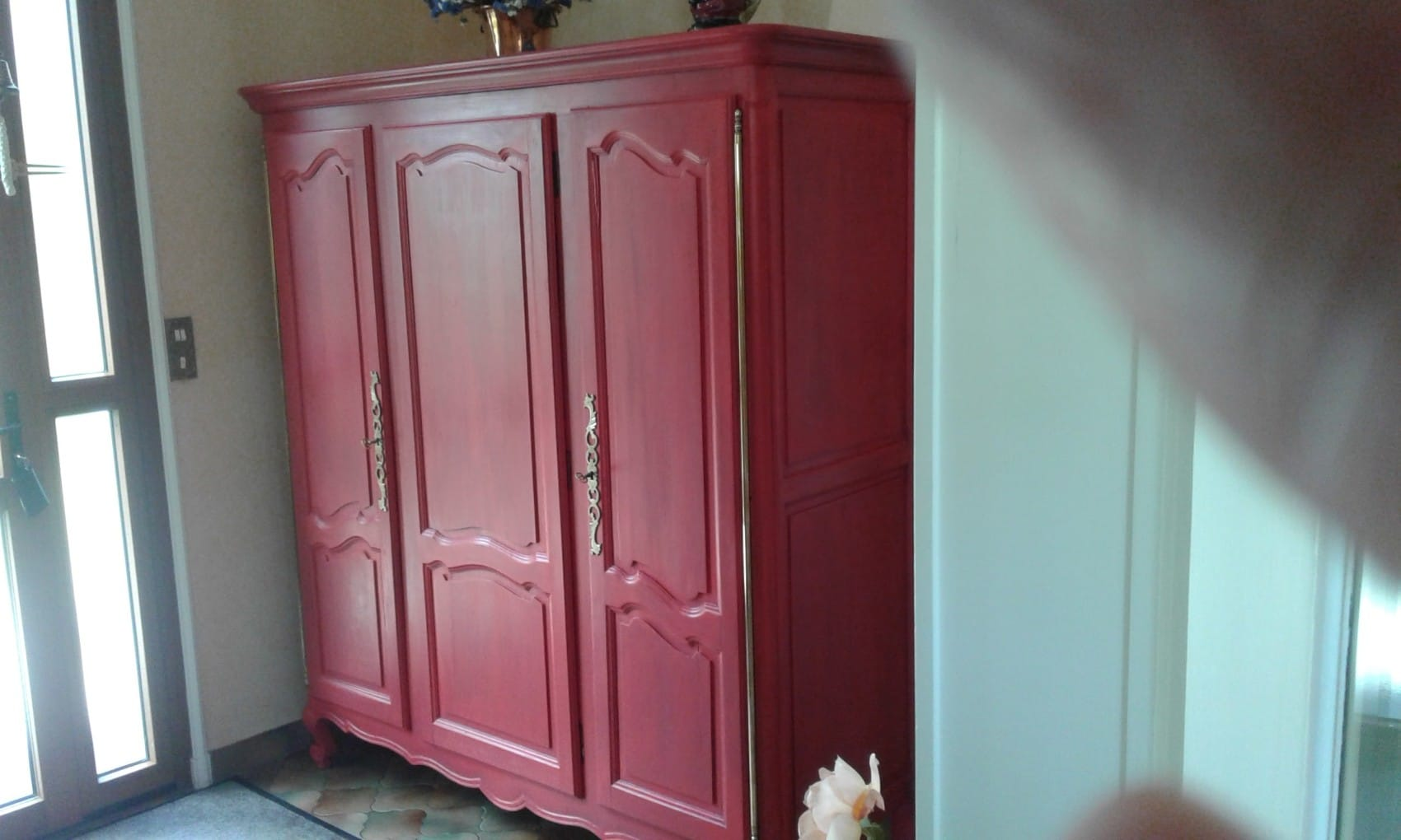 Armoire peinte rouge